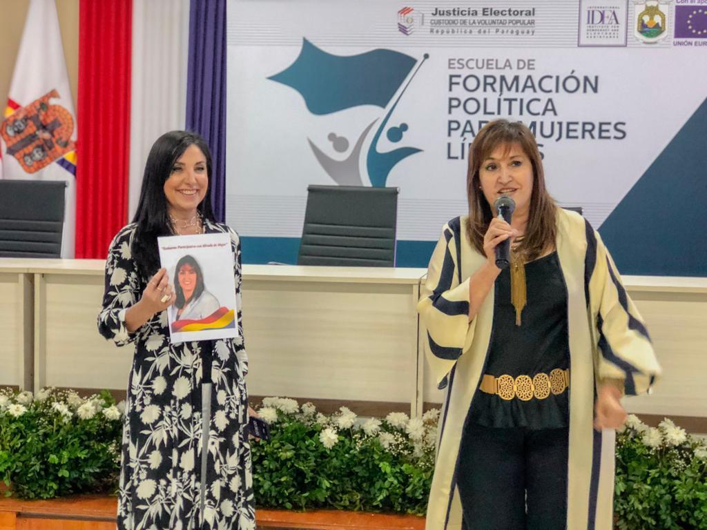 Comunicación y mujeres líderes12
