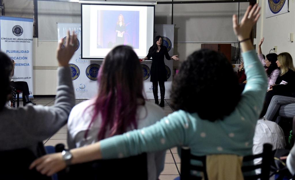 Entrenamiento en comunicación para mujeres profesionales(5)