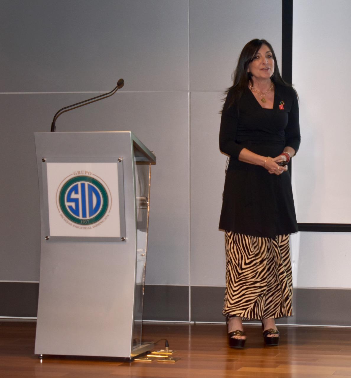 Charla en la Sociedad Industrial Dominicana comunicación inclusiva y diversidad1