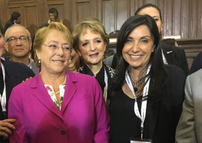 """""""Con la Presidenta Bachelet, conversatorio acerca de mujeres políticas y medios de comunicación organizado por ParlAmericas en Chile"""""""