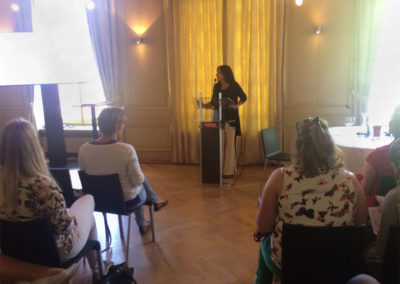 """""""En La Haya, explicamos cómo desde la consultoría trabajamos para mejorar las imágenes, el liderazgo y la participación política de las mujeres"""""""